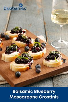 A unique appetizer that takes only a few mins to whip up? Listen here – these balsamic blueberry mascarpone crostinis are just what you need. Quick And Easy Appetizers, Easy Appetizer Recipes, Appetizers For Party, Blueberry Recipes, Food Network Recipes, Baguette, Favorite Recipes, Vegetarian, Snacks