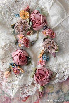 Wonderful Ribbon Embroidery Flowers by Hand Ideas. Enchanting Ribbon Embroidery Flowers by Hand Ideas. Ribbon Art, Lace Ribbon, Ribbon Crafts, L'art Du Ruban, Diy Rose, Band Kunst, Fru Fru, Passementerie, Silk Ribbon Embroidery