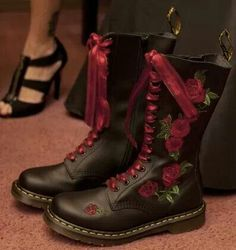 Dr. Martens, rose embroidery