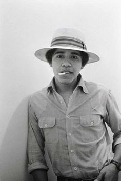 Barack Obama awesome rare photo shoot when he was young. Take a look at these awesome pictures of Barack Obama in his younger days. Bob Marley, Barack Obama, First Black President, Mr President, Current President, Young Obama, Munier, Photo Star, Black Presidents
