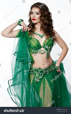 Green wire swirl pattern as the primary decoration on a cabaret bellydance costume. Belly Dance Makeup, Belly Dance Outfit, Tribal Belly Dance, Belly Dancer Costumes, Belly Dancers, Dance Costumes, Dance Outfits, Dance Dresses, Harem Girl