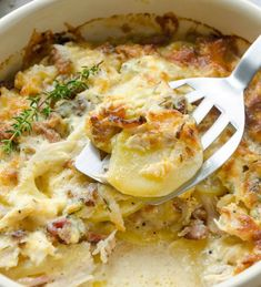 Creamy Chicken and Potato Casserole to prepare; 1 hour to cook; serves INGREDIENTS 1 pound boneless chicken breasts, diced 6 bacon slices, cooked and crumbled 4 medium russet potatoes, peeled and sliced 2 cups sharp cheddar cheese, divided cup Chicken Potato Casserole, Chicken Potatoes, Baked Chicken, Casserole Dishes, Potato Caserole, Creamy Chicken Bake, Cream Chicken, Chicken Soup, Potato Recipes