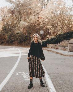 Travel Outfit Winter Street Style Casual 41 Ideas For 2019 Komplette Outfits, Skirt Outfits, Fashion Outfits, Womens Fashion, Maxi Dresses, Midi Skirt Outfit Casual, Boot Outfits, Converse Outfits, Sweater Outfits