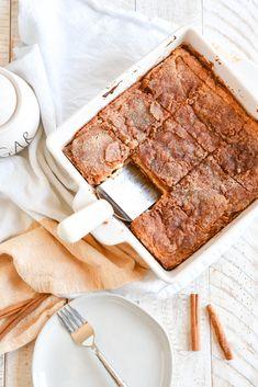 Recipe for Churro Cheesecake Bars Cream Cheese Cheesecake, Churro Cheesecake, Cheesecake Desserts, Cream Cheese Crescent Rolls, Crescent Roll Recipes, Dessert Simple, Nutella, Easy Desserts, Dessert Recipes