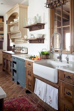 Do you need inspiration to make some DIY Farmhouse Kitchen Cabinets Makeover Ideas in your Home? Getting ideas for Farmhouse Kitchen Cabinets Makeover is not hard if you are not the typical room-filler. What is hard is getting them… Continue Reading → Rustic Kitchen Design, Farmhouse Kitchen Cabinets, Farmhouse Style Kitchen, Modern Farmhouse Kitchens, Home Decor Kitchen, Kitchen Wood, Kitchen Designs, Kitchen Decorations, Kitchen Sinks