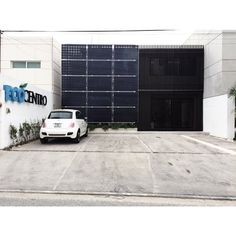 ECOCENTRO | fachada con paneles solares aprovechando orientación del edificio. #arquitectura #arquitecturayucateca #archdaily #archilovers #arquitecturamexicana #arquitecturamx #paneles #architecture #office #ecocentro #oficina #nature by tallerarquitecturaconstruccion