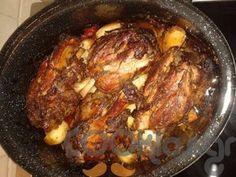 Κότσια χοιρινά στην γάστρα - Συνταγή εύκολες - Σχετικά με Κρέας, Χοιρινό - Ποσότητα 8-10 άτομα - Χρόνος ετοιμασίας περισσότερο από 90 λεπτά Fun Cooking, Cooking Recipes, Healthy Recipes, Greek Recipes, Food To Make, Bbq, Recipies, Good Food, Pork