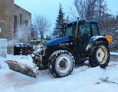 My office for the last few days.... #NewHolland #Ford #TS115 #Tractor #Plow #SnowPlow #Gritter #Spreader #RockSalt #SnowClearing #Plowing #SlaleyHall #HorticulturalMechanic #GolfCourse #Mechanic #snow #winter #winter2018 #beastfromtheeast #Horticulture #Agriculture #rural