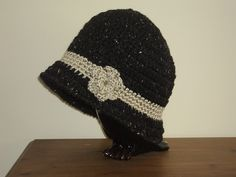 Tutorial and co: nice cloche hat crochet! Bonnet Crochet, Crochet Diy, Pink October, Cloche Hat, Rosalie, Knitted Hats, Women Accessories, Creations, Beanie