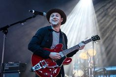 June Niall performing at the 987 AMP Live in Detroit Niall Horan 2017, James Horan, Guitar, Handsome, Hipster, Punk, Live, Amp, Detroit