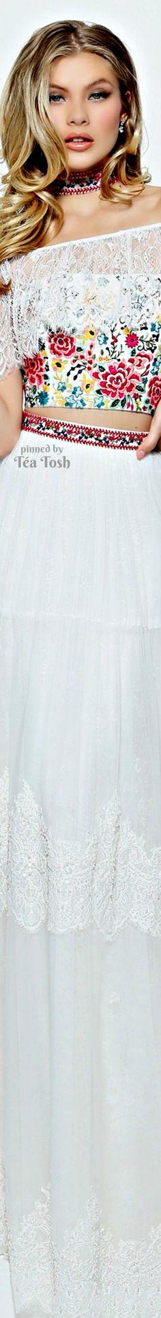 ❇Téa Tosh❇ Sherri Hill Designer Prom Dresses, Designer Gowns, Floral Fashion, Colorful Fashion, Prom Dress Couture, Long Evening Gowns, Estilo Fashion, Sherri Hill, American Women