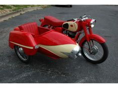 The Duna is a Hungarian sidecar often attached to a bike called Pannonia. Sort of a Chevy of sidecars with faux jet plane nose. Cool Motorcycles, Vintage Motorcycles, Bike With Sidecar, Sidecar Motorcycle, Side Car, 3rd Wheel, Scooter Girl, Car Wheels, Motorbikes