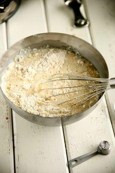 Helppo, munaton ja maidoton vaalea kakkupohja - Suklaapossu Grains, Rice, Baking, Food, Bakken, Eten, Bread, Backen, Seeds