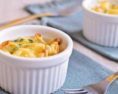 Macaroni and Cheese ramekin, pasta casserole Best Breakfast Casserole, Mozzarella Salad, Macaroni N Cheese Recipe, Good Food, Yummy Food, Dinner Napkins, Flan, Pasta Salad, Ethnic Recipes