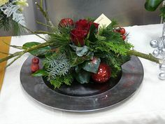kerststukken 2015 - Google zoeken Christmas Flower Decorations, Christmas Flower Arrangements, Christmas Planters, Christmas Flowers, Christmas Centerpieces, Christmas Holidays, Christmas Wreaths, Christmas Crafts, Merry Berry