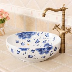 The Best 5 Interesting Bathroom Sink Design Ideas for You to Try Bathroom sinks can be the focal point of any bathroom because it is often one of the first things you see when you walk. The sink is also sometimes th. Bathroom Sink Design, Small Bathroom Sinks, Small Sink, Wall Decor Pictures, Bathroom Pictures, Kitchen Pictures, Bathroom Ideas, Wash Basin Counter, Basin Sink