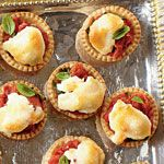 Tiny Tomato Tarts - Fall Pie, Tart, and Cobbler Recipes - Southernliving. Recipe: Tiny Tomato Tarts With all the flavor of a traditional tomato pie, these Tiny Tomato Tarts will be a hit at any gathering. Best Party Appetizers, Snacks Für Party, Finger Food Appetizers, Holiday Appetizers, Easy Appetizer Recipes, Yummy Appetizers, Appetizer Ideas, Toothpick Appetizers, Tomato Appetizers