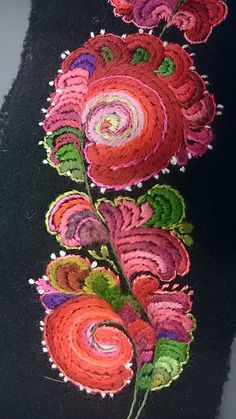 Rosesaum example by Rena 3 Folk Embroidery, Floral Embroidery, Folk Costume, Costumes, Floral Style, Needle And Thread, Norway, Vikings, Scandinavian