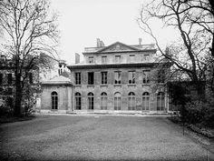 Montesquiou-Fezensac's historic hôtel, on 20 rue Monsieur in the Faubourg Saint Germain  (annuaire-mairie.fr/monument-historique-paris-7e-arrondissement.html)