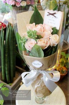 연한핑크색상으 장미로만 심플하게 포장되어 세련된 스타일의 장미꽃다발로