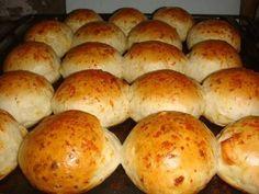 Fabulosa receta para Variedad de pancitos saborizados. Son ideales para una mesa de quesos y fiambres, yo los hice en esta oportunidad de queso y fueron todo un éxito.   La masa resulta super esponjosa y quedan bien livianos, a continuacón les doy la receta base y varias opciones para saborizar.  Vídeo: Pancitos de cebolla Bread Recipes, Diet Recipes, Bien Tasty, Pan Relleno, Salty Foods, Pan Dulce, Pan Bread, Bread Rolls, Dinner Rolls