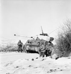 Place and date unknown but probably the Ardennes 44 Winter Camo, Sherman Tank, War Thunder, Photo Dump, Ww2 Photos, Ardennes, Military Modelling, Ww2 Tanks, United States Army