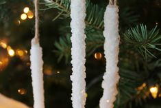 diy borax icicle ornament-- perfect technique for rock candy on the crown Diy Icicle Ornaments, Diy Christmas Baubles, Handmade Ornaments, Christmas Crafts For Kids, Homemade Christmas, Christmas Fun, Holiday Crafts, Kid Crafts, Holiday Fun
