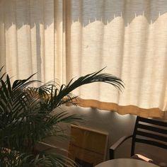 Warm bedroom lighting inspiration 44 ideas for 2019 Brown Aesthetic, Aesthetic Vintage, Summer Aesthetic, My New Room, My Room, Warm Bedroom, Pause, Trendy Home, Bedroom Lighting