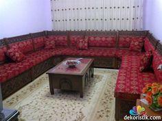 Pembe Şark Köşesi Oriental Furniture, Modern Furniture, Furniture Design, Morrocan Decor, Wooden Sofa Designs, Traditional House, Living Spaces, Living Room, Ottoman