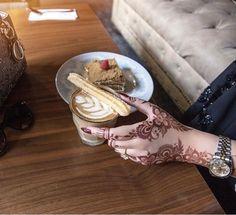 Henna Flower Designs, Flower Henna, Bridal Mehndi Designs, Henna Art, Hand Henna, Henna Hands, Sexy Tattoos For Girls, Girl Tattoos, Mhendi Design