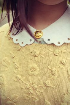 A bit too girly and not these colours but jumper / shirt combo is good. Grunge Style, Soft Grunge, Beads Jewelry, Pretty Outfits, Cute Outfits, Collars, Estilo Preppy, Yellow Cottage, Girly