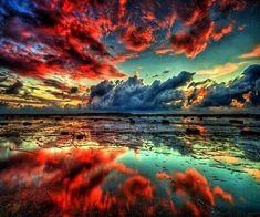 反射した雲の朱が鮮やかな一枚 pic.twitter.com/UKNqWw2wng