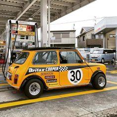 Retro Cars, Vintage Cars, Classic Mini, Classic Cars, Mini Cooper Sport, Mini Uk, Mini Morris, Mini Coopers, Club