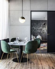 The jewel green Beetle Chairs in combination with the white marble GUBI Table set the perfect fine dining atmosphere. Photo via Dining Room Inspiration, Interior Inspiration, Inspiration Design, Design Ideas, Bar Designs, Design Projects, Design Trends, Room Chairs, Dining Chairs