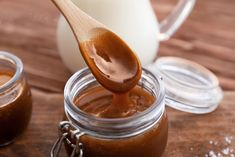 Instant Pot Caramel Recipe - Instructions on how to make this creamy and delicious caramel using only ONE INGREDIENT! Instant Pot Pressure Cooker, Pressure Cooker Recipes, Pressure Cooking, Slow Cooking, Homemade Caramel Sauce, Caramel Recipes, Caramel Dip, Caramel Apples, Sauce Recipes
