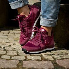Nike WMNS Internationalist (rot) - 43einhalb Sneaker Store Fulda