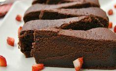 Čokoládová torta bez múky len z troch surovín - Receptik. Healthy Dessert Recipes, Sweet Desserts, Baking Recipes, Sweet Recipes, Cake Recipes, Snack Recipes, Healthier Desserts, Flour Recipes, Cake Flour Recipe