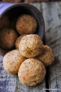 Jagruti's Cooking Odyssey: Broken Wheat & Flax Seeds Ladoo - Gehun Daliya aur Alsi ke Ladoo - Ghaun na fada ane Alsi na Ladwa - Winter Warmer Delight ! Indian Dessert Recipes, Indian Sweets, Indian Snacks, Desert Recipes, Indian Recipes, Super Healthy Recipes, Healthy Sweets, Sweet Recipes, Snack Recipes