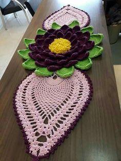 Granny square with interesting color combination Filet Crochet, Crochet Motif, Crochet Doilies, Crochet Stitches, Crochet Hats, Crochet Table Runner, Crochet Tablecloth, Crochet Flower Patterns, Crochet Flowers