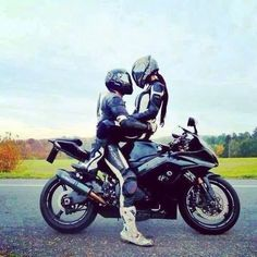If I flood my feed with enough bike stuff, there'll be less space for narc quotes, and I'll be happier Biker Chick, Biker Girl, Lady Biker, Motocross, Biker Couple, Motorcycle Couple Pictures, Harley Davidson, Motos Yamaha, Sportbikes