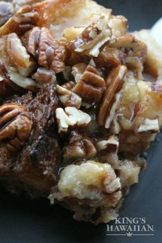 You'll want to prepare your acceptance speech after you serve this tasty and sweet White Chocolate Bread Pudding at your awards-themed party. Sweet Desserts, Just Desserts, Sweet Recipes, Delicious Desserts, Yummy Food, Tasty, Delicious Chocolate, Chocolate Chip Bread Pudding, Banana Pudding