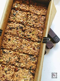 This Thermomix Muesli Bar recipe is quick, easy and fun to make. You will never bother with shop bought bars again once you make these. Muesli Slice, Muesli Bars, Protein Ball, Protein Snacks, Baking Recipes, Vegan Recipes, Thermomix Recipes Healthy, Healthy Treats, Healthy Baking