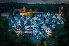 Ihre Bilder auf FineArtPrint verkaufen 11894134 Hamburg-Impressionen Alter Flecken  Dorf  alt  historisch  Fachwerk  Fachwerkhäuser  Kirche  Freudenberg  Häuser