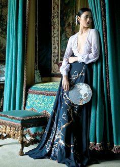 Harper's Bazaar China December 2015 - Liu Wen - Sun Jun Fashion Poses, Fashion Art, Editorial Fashion, Fashion Outfits, Womens Fashion, Fashion Design, Oriental Dress, Oriental Fashion, Asian Fashion