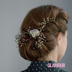 OKTOBERFEST-FRISUREN Tutorial: Eingedrehte Hochsteckfrisur mit Haarband Looking for a simple and quick updo to Oktoberfest? Then we have the right hair tutorial for you. Especially with incorporated flowers, this updo is a romantic eye-catcher. Party Hairstyles, Twist Hairstyles, Bride Hairstyles, Festival Hairstyles, Prom Hair Tutorial, Medium Hair Styles, Long Hair Styles, Twisted Updo, Braided Hairstyles Tutorials