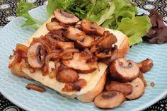 Warm knoflookbrood met Brie en gebakken champignons