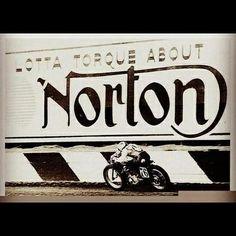 Lotta torque about Norton. Moto Norton, Norton Motorcycle, Motorcycle Posters, Motorcycle Types, Motorcycle Design, Classic Motorcycle, Norton Manx, Motorcycle Garage, British Motorcycles