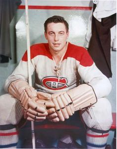 Jean Beliveau in Photos - - Montréal Canadiens - Photos Hockey Shot, Men's Hockey, Hockey Games, Hockey Stuff, Montreal Canadiens, Hockey Pictures, Hockey Boards, St Louis Blues, Of Montreal