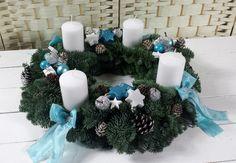 Adventskranz frisch türkis weiß silber Ø ca.35cm Adventsgesteck Kerzen 80x60mm Christmas Wreaths, Table Decorations, Advent, Green Smoothies, Candles, Xmas, All Saints Day, Crown Cake, Xmas Cards