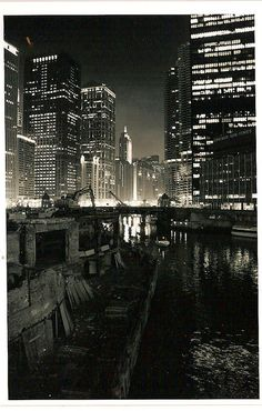 Night in Chicago. Lower Wacker Dr. Union Station to N. Michigan Avenue.